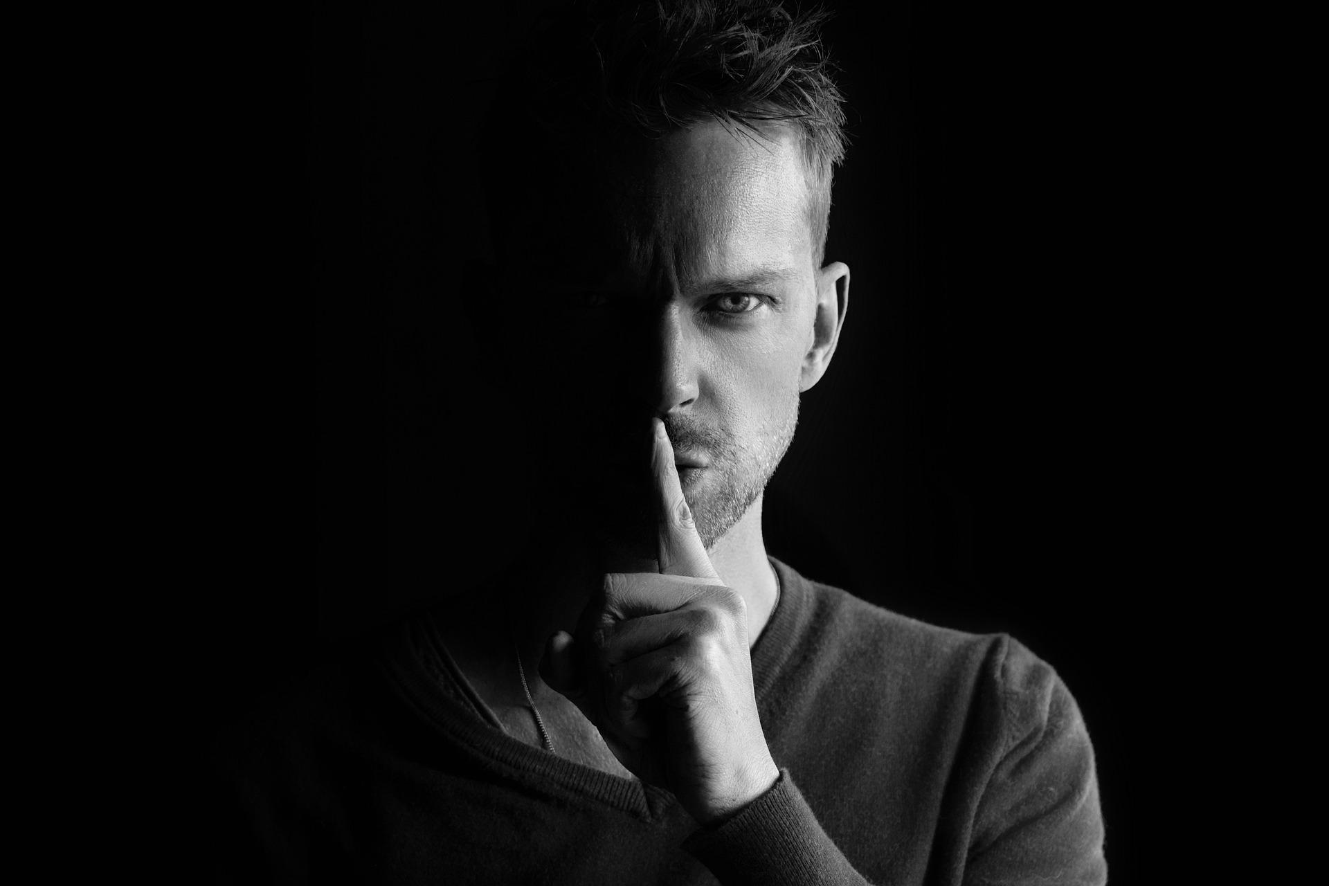 5 Dinge, die sich hinter einer narzisstischen Maske verbergen