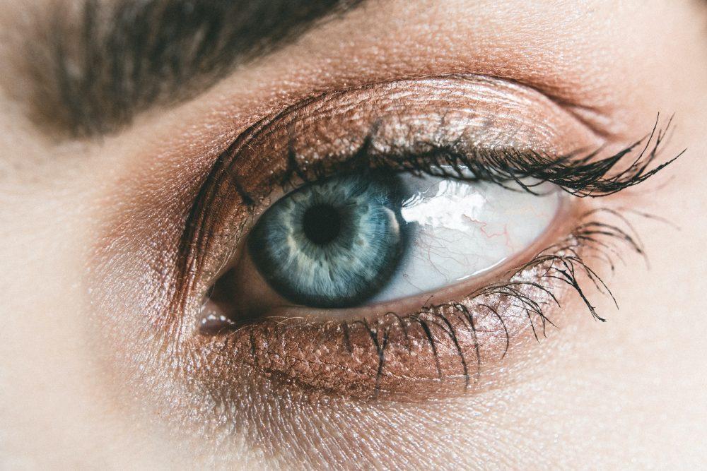 Augenzucken – spirituelle Bedeutungen und Aberglauben