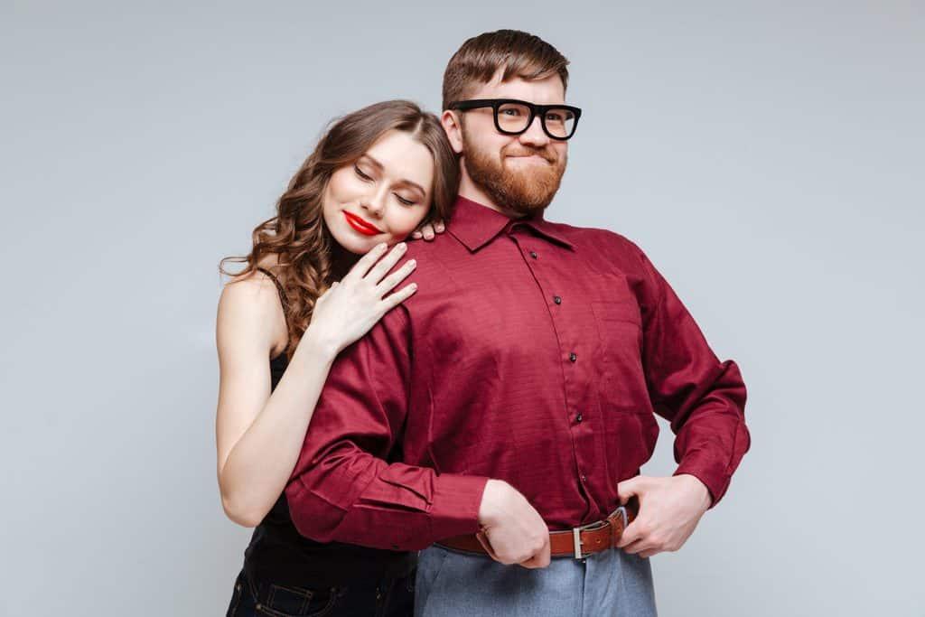 Warum Frauen mit weniger attraktiven Männern glücklicher sind