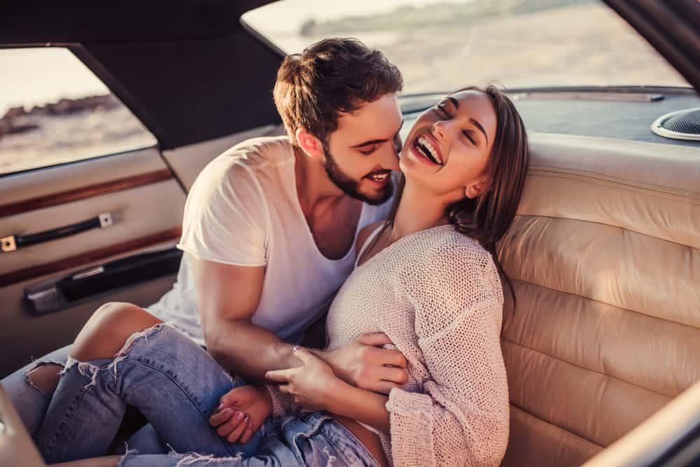 Wie bringen Sie jemanden dazu, sich Hals über Kopf in Sie zu verlieben
