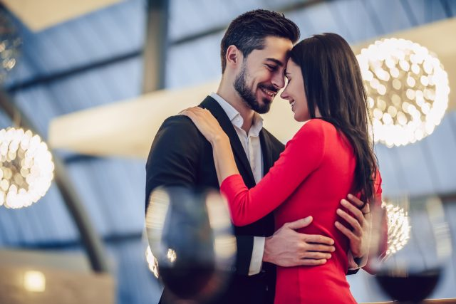 Frau anzeichen skorpion verliebt Waage frau