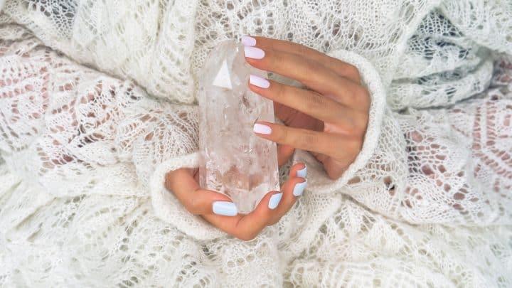 Bergkristall und seine Wirkung – Wie man ihn aufladen, reinigen und nutzen kann