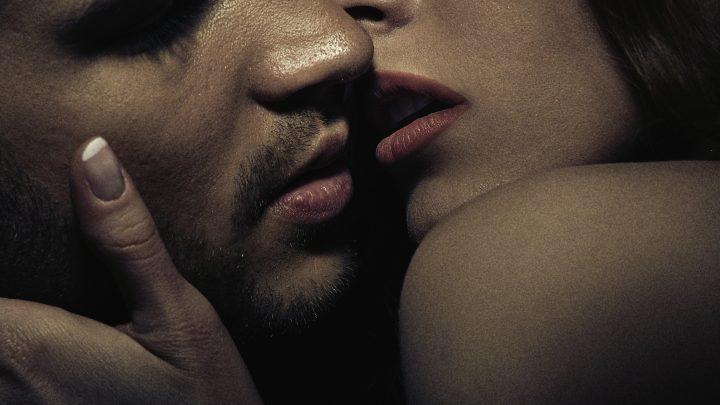 Wie er dich am liebsten küsst (laut seinem Sternzeichen)