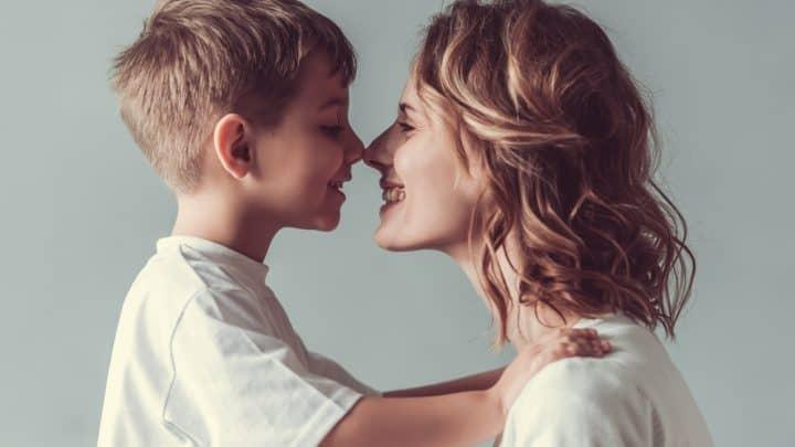 9 unglaubliche Fakten über die Beziehung zwischen Mutter und Sohn